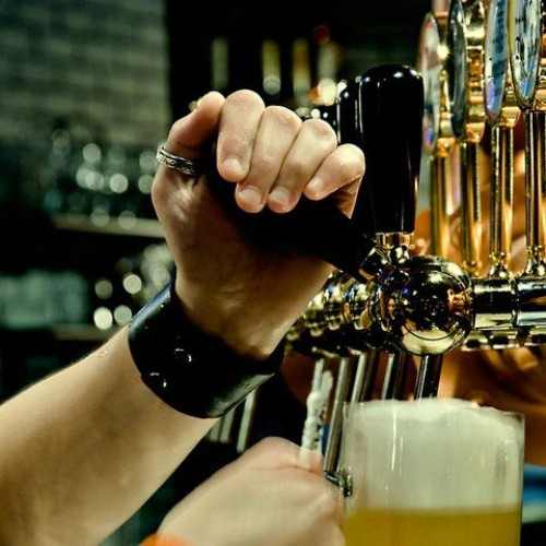 La birra a Roma costa cara: nei bar degli hotel si paga otto volte di più che nei supermercati
