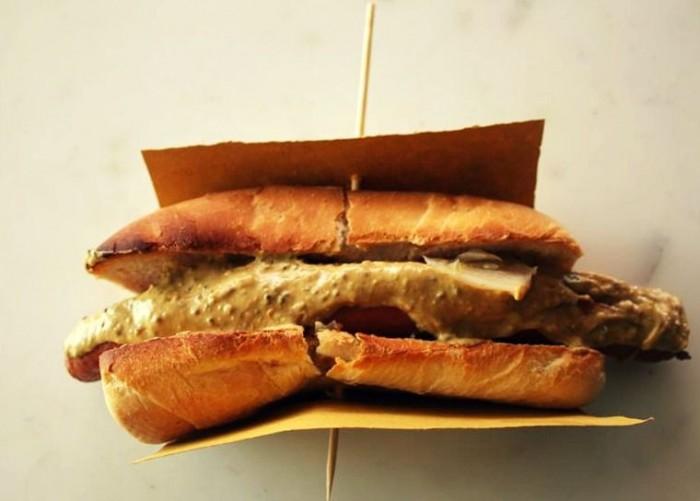 hot-dog-mangiari-di-strada