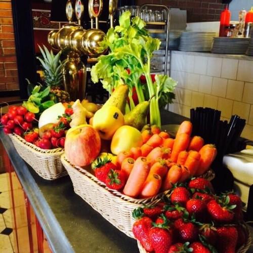 Aperitivo presìdi Slow Food questa sera a Roma e Setteperle da Settembrini. Piccoli chef da Rosti