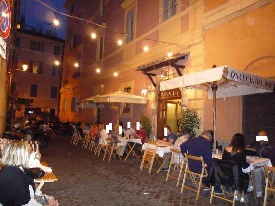 Tavolini Di Marmo Trastevere : Mangiare all aperto a trastevere a roma