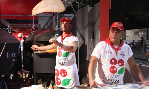 Napoli Pizza Village 2015: pizzaioli acrobatici e 100mila 'tonde' sfornate sul lungomare