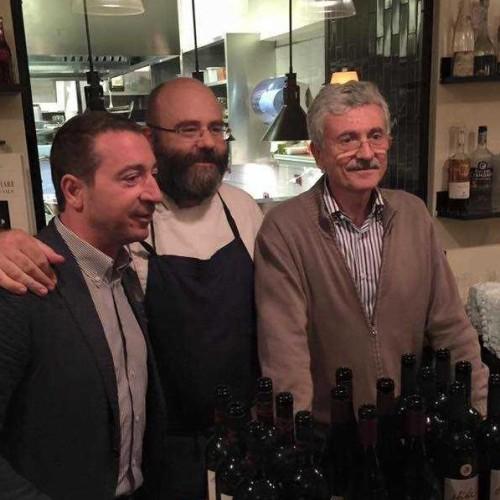 D'Alema e la carbonara con tartufo da Settembrini: il lìder maximo cuoco per una sera a Roma