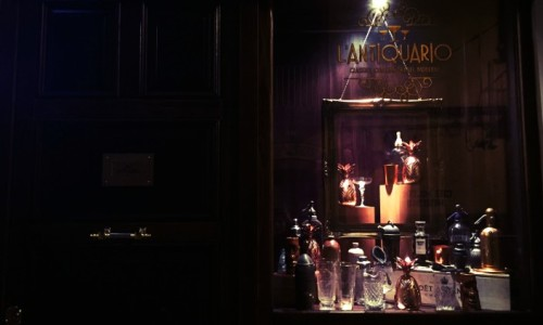 L'Antiquario a Napoli il primo cocktail bar in stile speakeasy