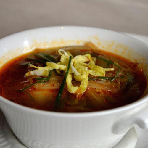 Zuppa cinese di cavolo Xiang-Là: la ricetta dello chef di Bon Wei Milano