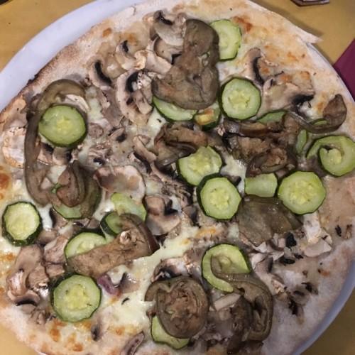 Buone Maniere Roma, pizza fragrante e fritti leggeri a Centocelle