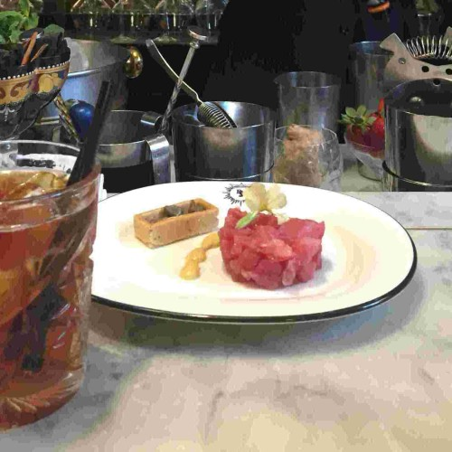 Re Sole Bistrot Bologna, ostriche, champagne e Celestino Salmi al bancone del bar