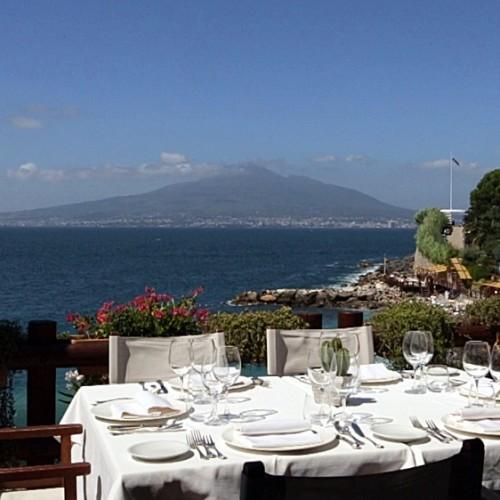 Il Bikini Vico Equense Napoli: riapre il ristorante sul golfo per un pranzo con sconcigli e ricci di mare