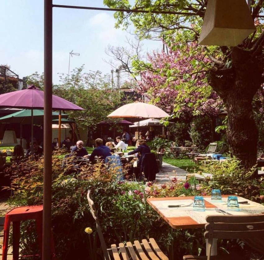Mangiare all 39 aperto a milano terrazze e giardini di for Idee per giardino in terrazza