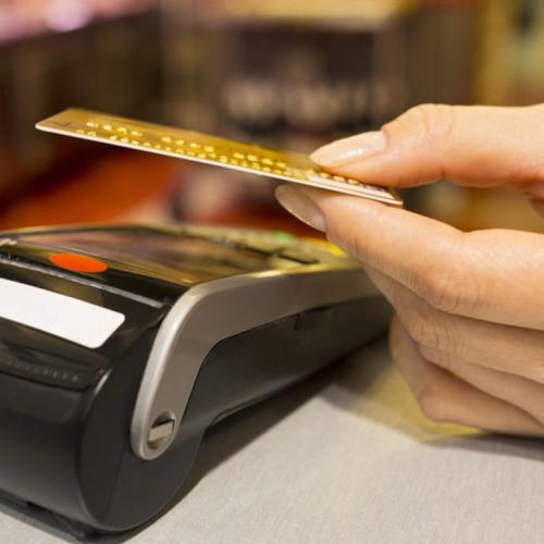 Carte di credito clonate, blatte, pneumatici, panna nella carbonara: tutti i pericoli dei ristoranti
