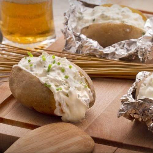 La Patateca Bologna, la patata al cartoccio con ripieno a km 0 (salsiccia, funghi e carciofi trifolati)
