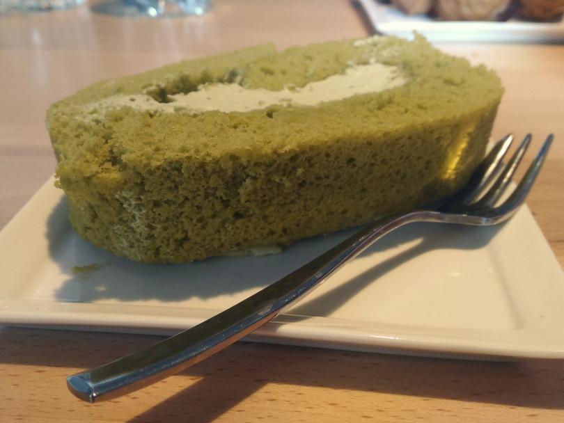 GAM Bistrot matcha roll cake