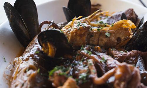 Cacciucco a Livorno, dieci ristoranti dove mangiare il piatto toscano con le 5C