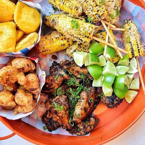 East Market Diner Milano, la cucina jamaicana ed esotica sbarca nell'ex fabbrica di Lambrate
