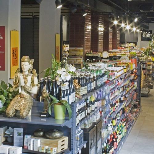 Kathay Market Milano, cibo da tutto il mondo e frutta esotica nel nuovo foodstore a due passi da Chinatown