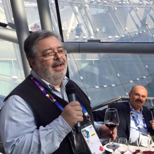 """Guida essenziale ai vini d'Italia 2017, parla DoctorWine: """"Esportiamo molto ma a basso prezzo. La politica? Cialtrona"""""""