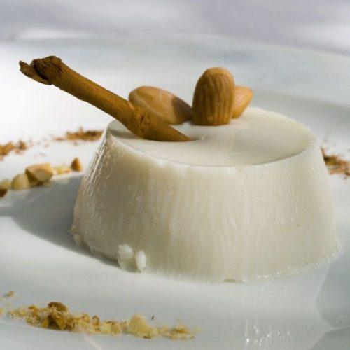 Biancomangiare alla mandorla ricetta facile
