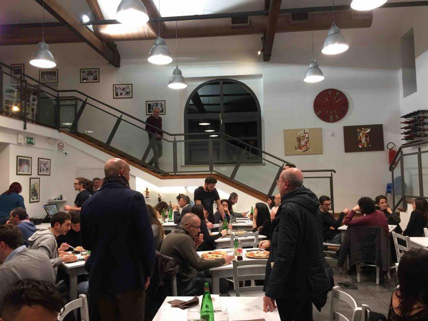 antica-pizzeria-da-michele-roma-interni-la-scala