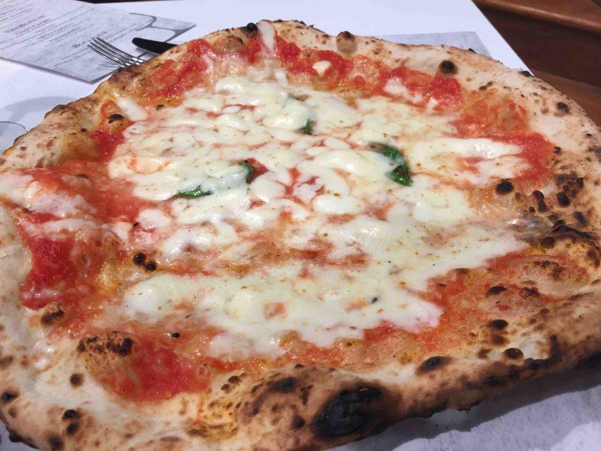 antica-pizzeria-da-michele-roma-margherita-mozzarella