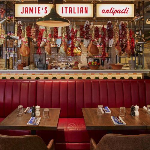 Jamie Oliver chiude sei ristoranti Jamie's Italian, la Brexit affossa la nostra cucina