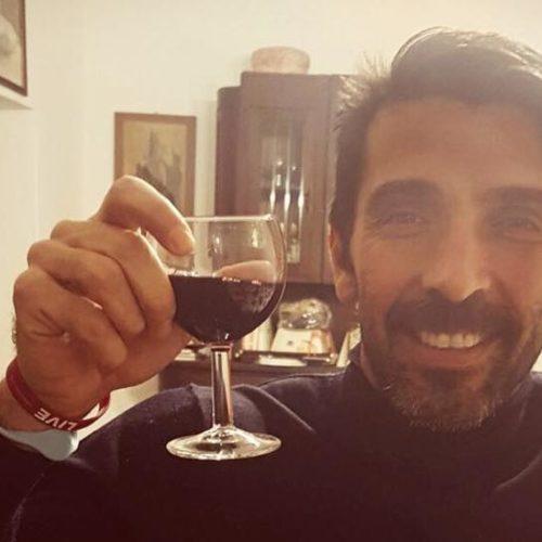 Gigi Buffon si dà al vino del Salento (e fa concorrenza ad Al Bano)