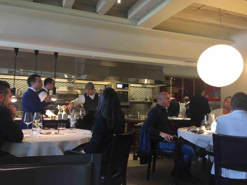 Casa perbellini verona l 39 alta cucina in jeans e adidas puntarella rossa - E cucina verona ...