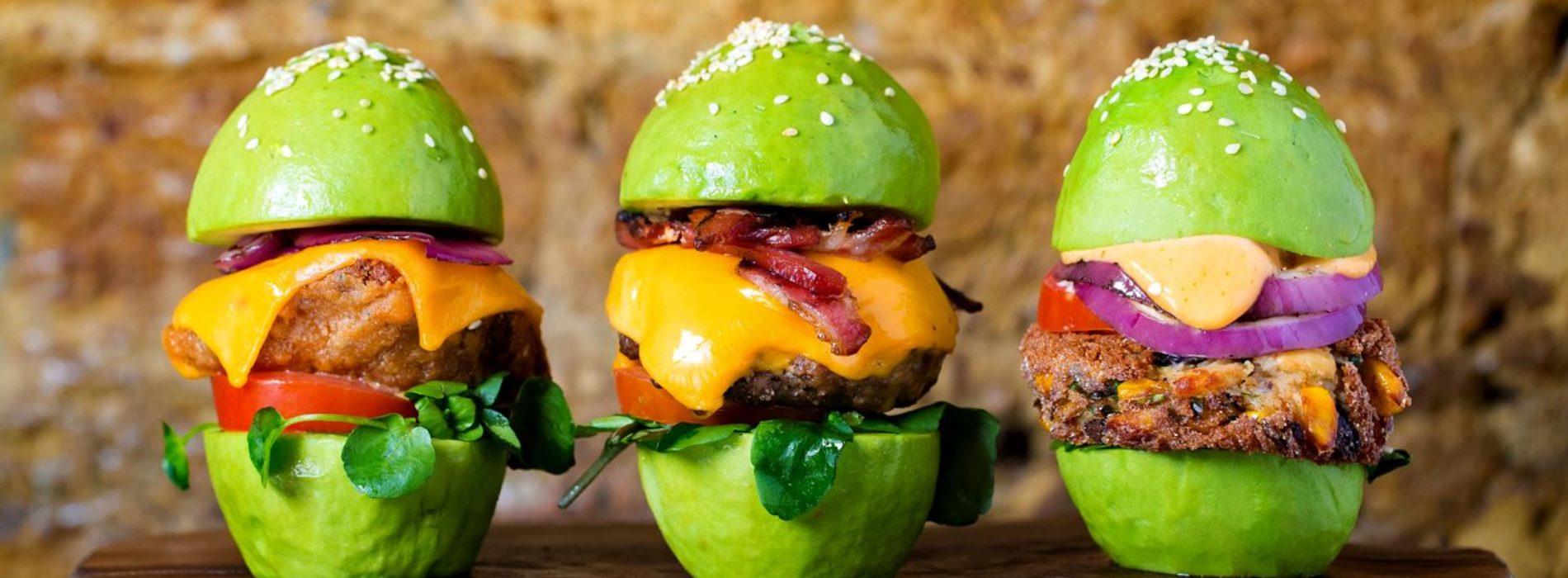 Avocado Bar Roma, a Monti apre il primo locale d'Italia dedicato al frutto esotico con burger e frullati
