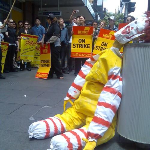 Paghe da fame nei fast food americani