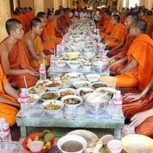 Magri con la dieta dei monaci buddisti