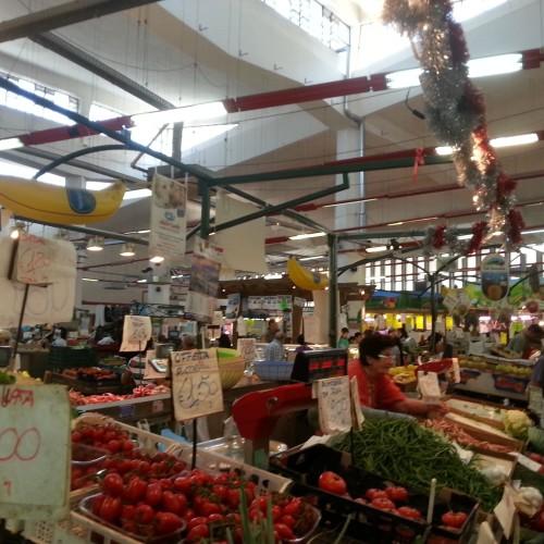 Quadraro / Viaggio gastronomico (e non solo) nel quartiere di Roma che non abbozza, dove il crudo di pesce vale un'altra medaglia d'oro