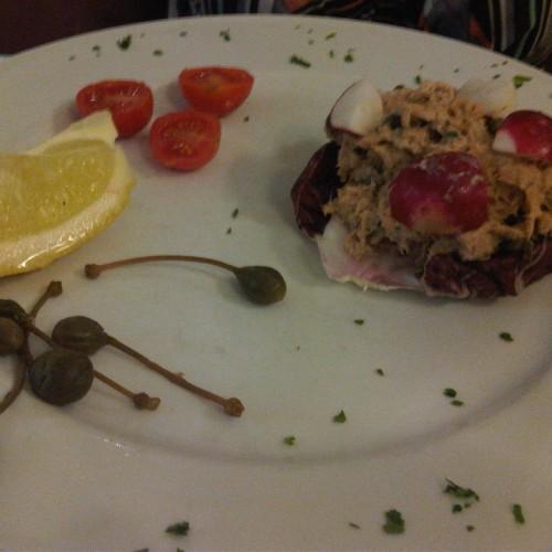 Pesci fritti, mangiare pesce in centro a Roma senza abboccare all'amo (e godendosi il dehors)