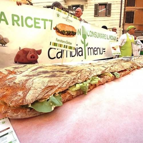A Roma panino vegano da record. Niente uova o salame, ma seitan, soia e ceci
