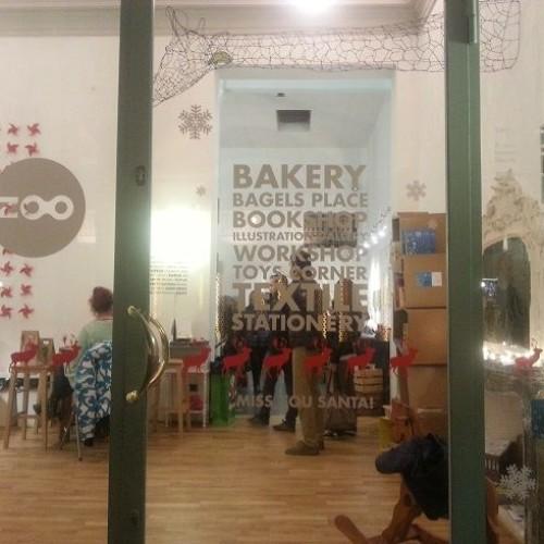 Zoo a Bologna, minimalismo retrò, cheesecake, bagel e design in Strada Maggiore