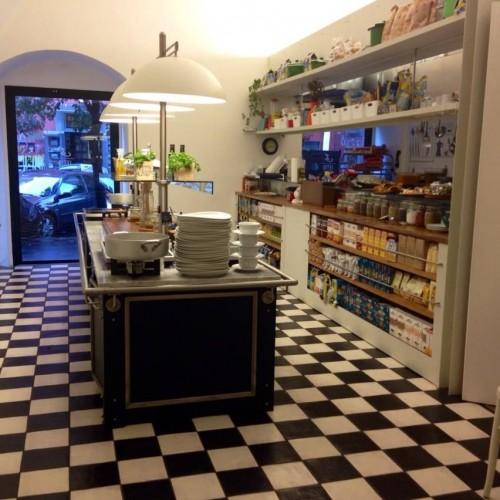 L'Etto a Napoli, apre il primo ristorante a peso (e a buffet) del centro storico partenopeo
