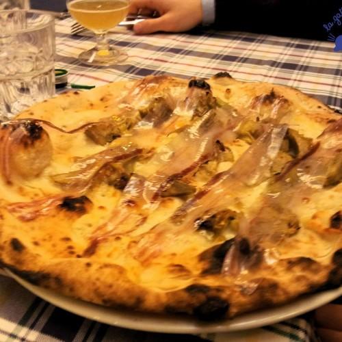 Tre pizze gourmet da provare a Roma: al foie gras (Magnifica), marzolina (Gatta Mangiona) e al Rum (La Fucina)