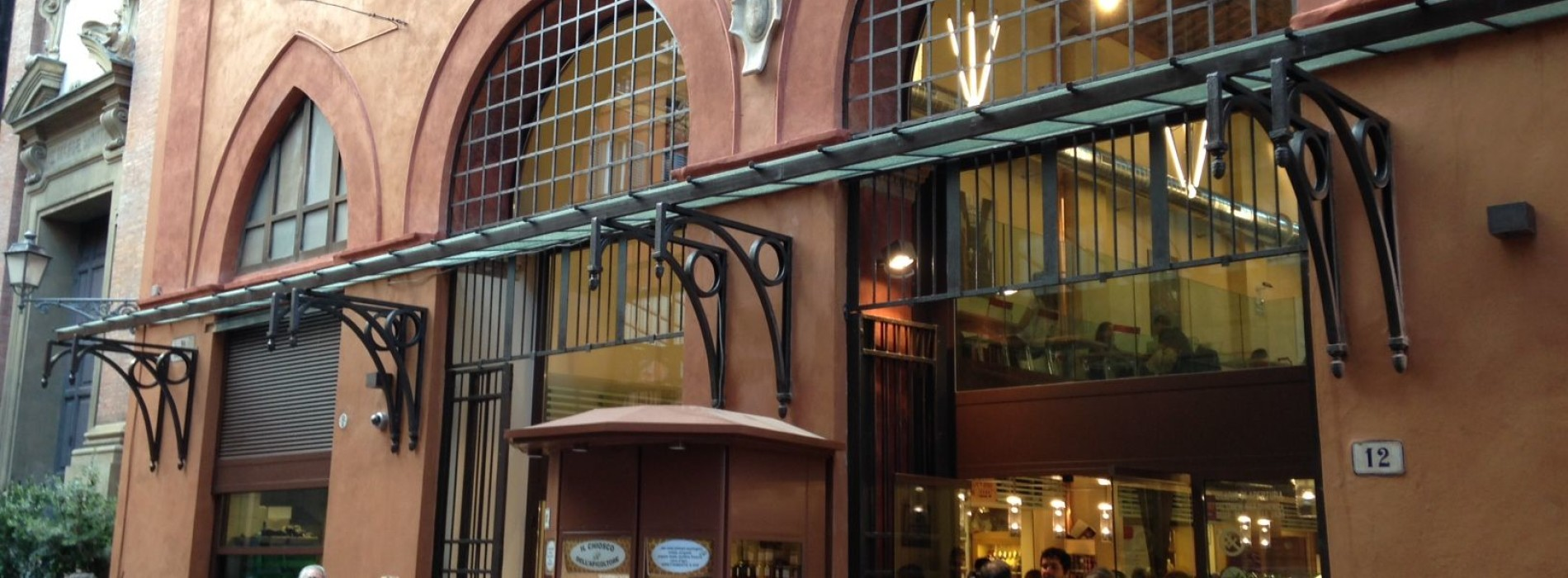 Mercato di Mezzo a Bologna: rilancio riuscito del vecchio mercato coperto o supermercato per turisti?