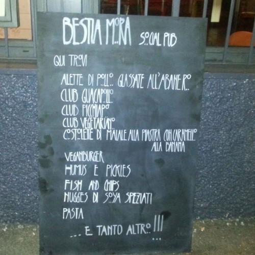 La Bestia Mora al Pigneto, il nuovo social pub con nachos, cocktail, biciclette (e Pino Marino)