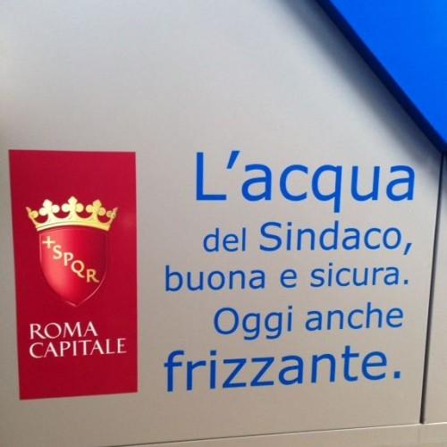 Case dell'acqua a Roma, i nasoni diventano hi-tech: acqua liscia o frizzante e ricarica cellulari