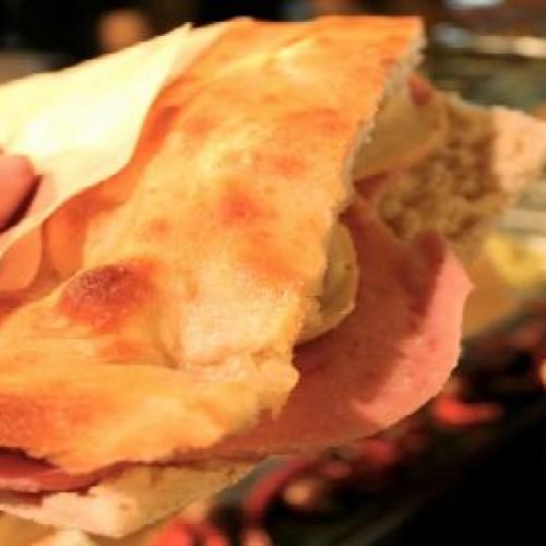 Street food, il cibo preferito dagli italiani al tempo della crisi