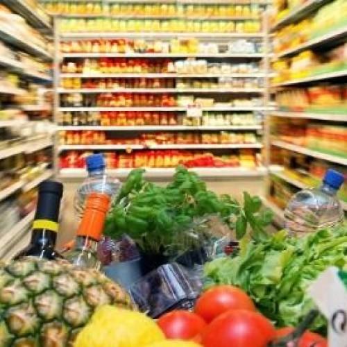 Sempre più spesa low cost (con rischio truffe alimentari) per gli italiani