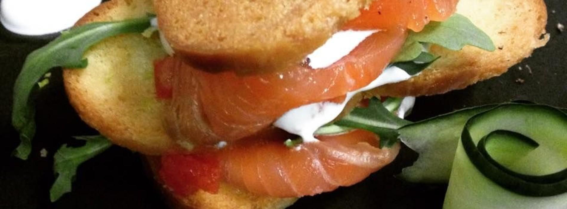 La Crostaceria a Roma raddoppia con il bistrot: street food di pesce e musica jazz a Monti