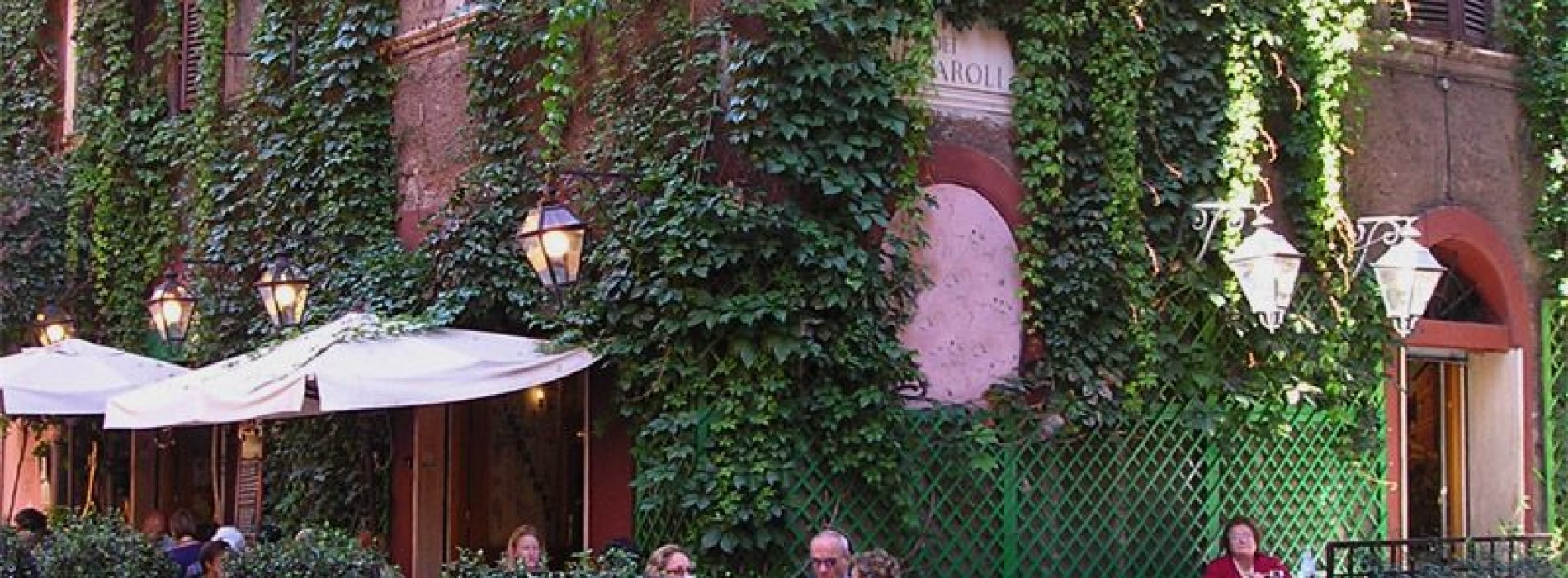 Chiude Ombre Rosse a Roma: questa sera un brindisi per lo storico locale di Trastevere