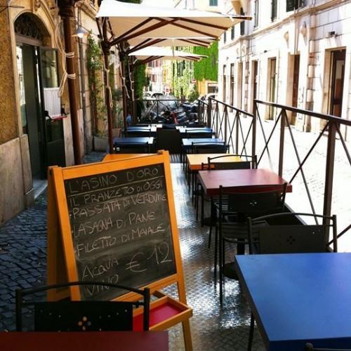 Dove mangiare all'aperto a Monti a Roma: dall'Asino d'Oro alle Carrette (fino alla fontana della piazzetta)