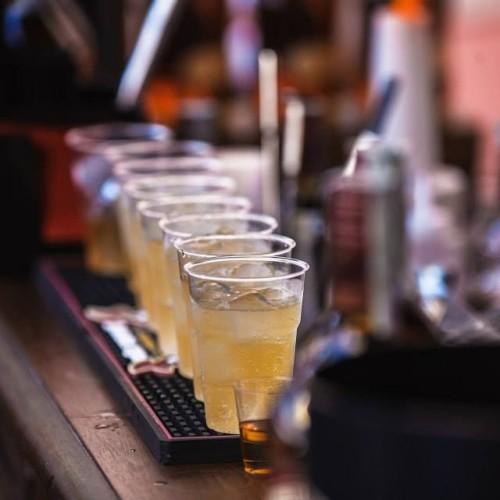 Cocktail e musica questa sera con Setteperle e The Jerry Thomas. Da Un'Ottima Annata i vini siciliani