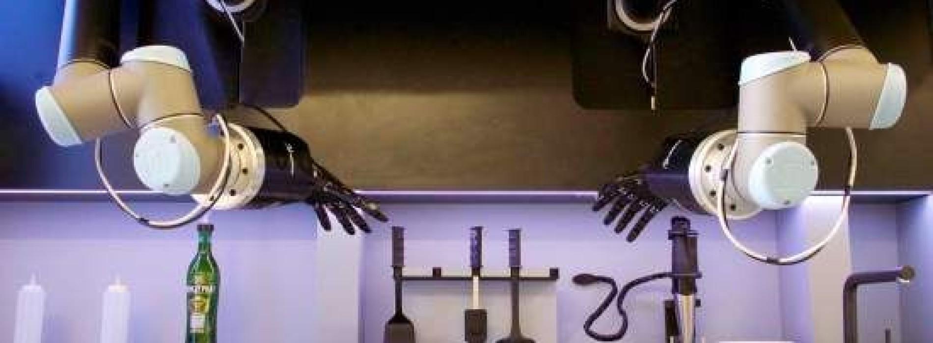 Robot chef che cucina come un umano