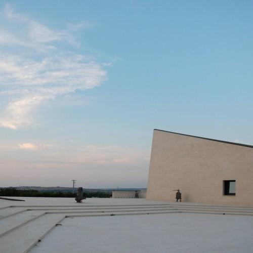 Vino e suprematismo, Tor de' Falchi: l'arte russa in Puglia
