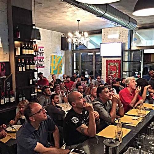 Partite della Roma, bar dove vedere gratis il calcio: schermi e maxischermi in pub e locali della Capitale