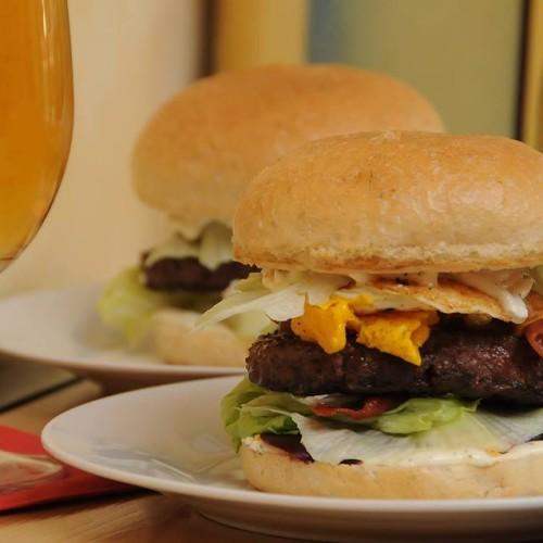 Eventi Milano dicembre 2015: oggi burger battle al Burger Wave, tapas e cocktail al Mio Bar