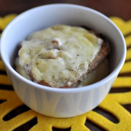 Coccio di pane e formaggio in brodo ricetta