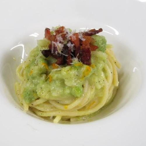 Spaghetti con broccolo stellato, guanciale croccante e arancia ricetta originale