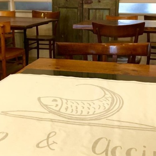 Burro & Acciughe Firenze, il nuovo ristorante di pesce a San Frediano (tra ironia e tradizione)